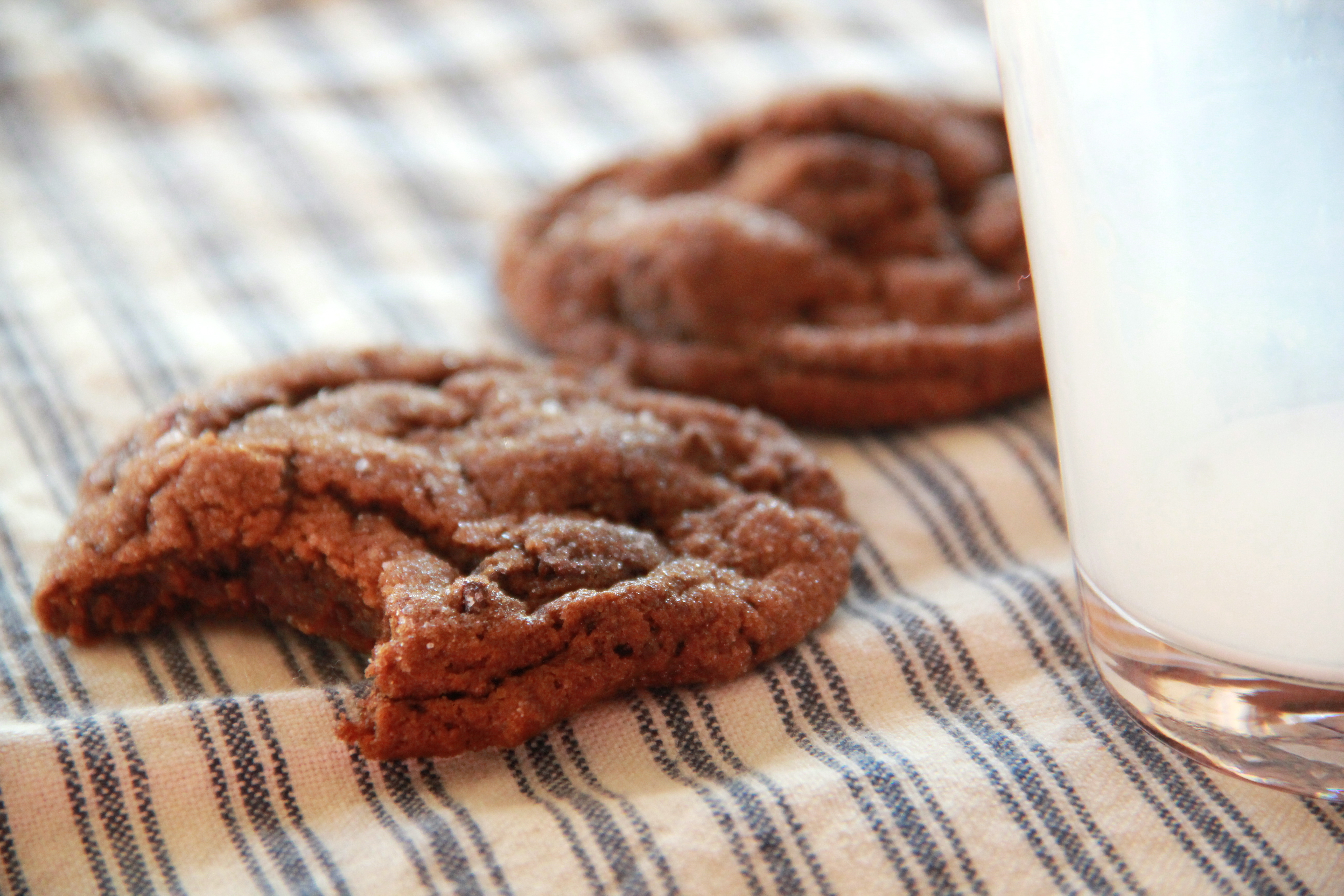 Chewy Gingerbread Chocolate Chunk Cookies » Dunk & Crumble